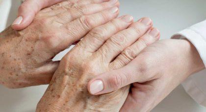 Behandlung der Alterswarzen und Altersflecken